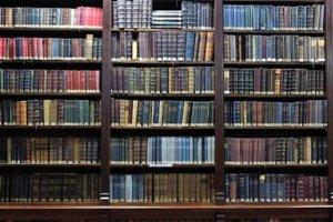 Расстановка книг на книжной полке